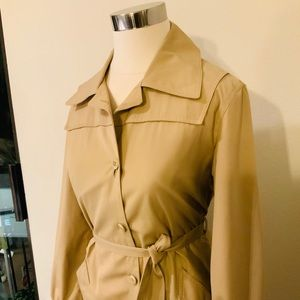 VINTAGE London Fog trench!!  In new condition!